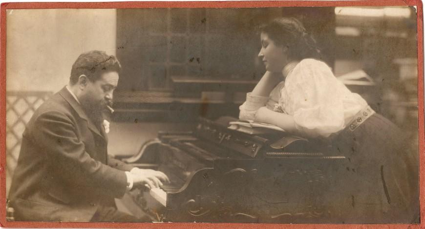 Isaac Albéniz amb la seva filla Laura. Arxiu històric del museu