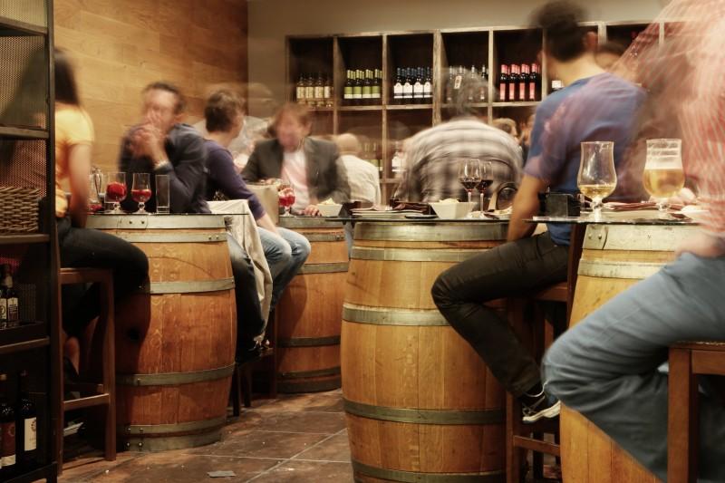 Persones en un bar