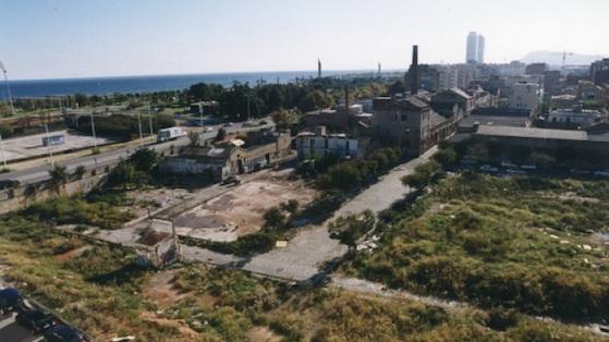 Perspectiva aérea del barrio Diagonal Mar. 2001
