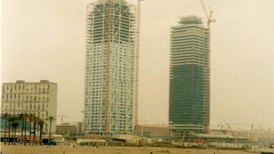 Construcción rascacielos de la Vila Olímpica. 1990. Joan Vigó.
