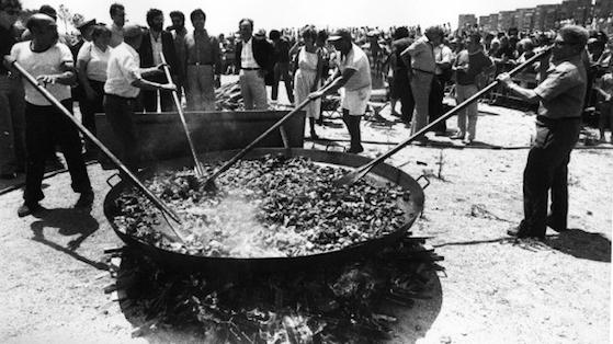 Fiesta popular en las playas de la Mar Bella 1984.