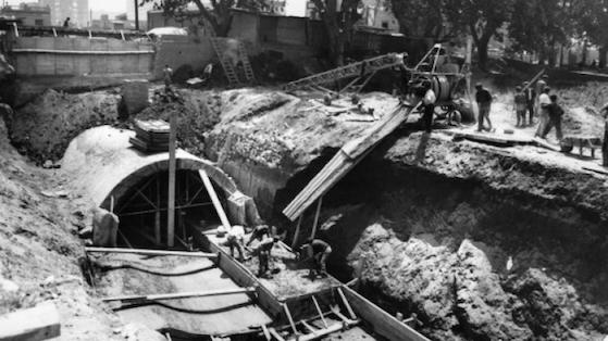 Obra del Col·lector en la Riera d'Horta. Canalització i desembocadura al mar.1966.