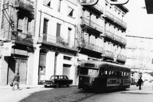 Tramvia pel carrer Rogent. 1969.