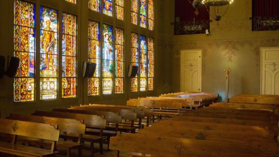 Interior de la sala de casaments civils al districte de Sants-Montjuïc