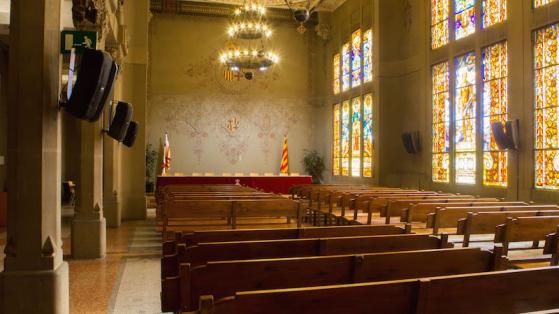 Interior de la sala de bodas civiles del distrito de Sants-Montjuïc