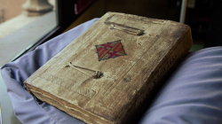 Old book on municipal correspondence from the 15th century. Front cover with Barcelona's heraldic sign and decorative edgings.