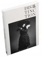 Imatge del Catàleg de l'exposició 'Distinction. A Century of Fashion Photography'
