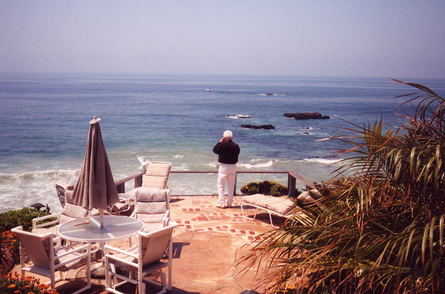Derrida filming from house Laguna Beach California, lectors imatges